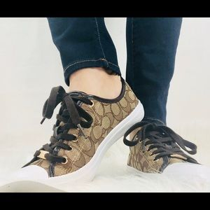 Coach Empire 8.5 Signature shoes sneakers outline